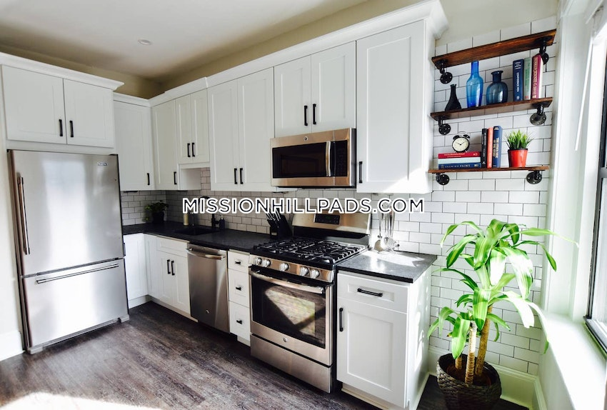 BOSTON - MISSION HILL - 4 Beds, 2 Baths - Image 11