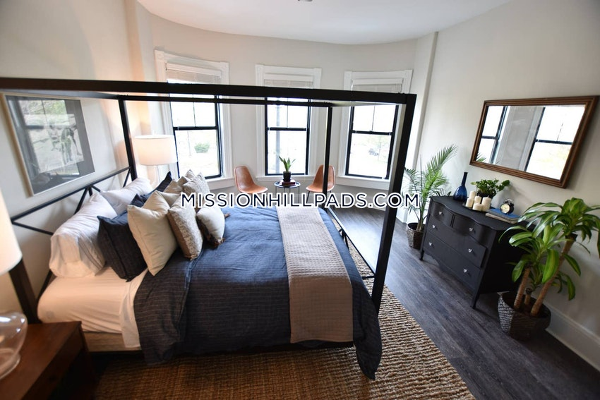 BOSTON - MISSION HILL - 4 Beds, 2 Baths - Image 14