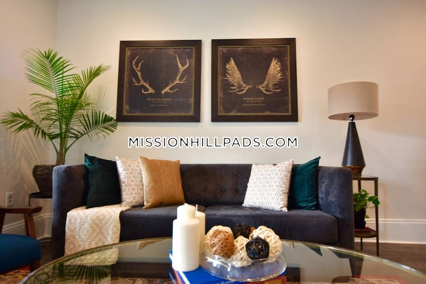 BOSTON - MISSION HILL - 4 Beds, 2 Baths - Image 2
