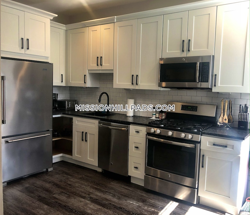 BOSTON - MISSION HILL - 4 Beds, 2 Baths - Image 13
