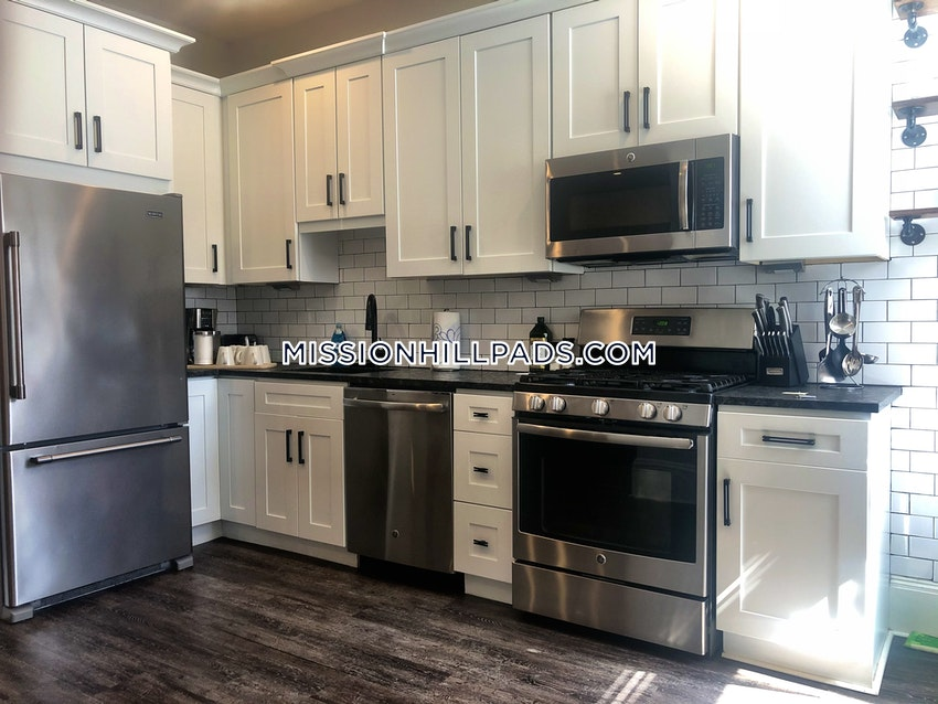BOSTON - MISSION HILL - 4 Beds, 2 Baths - Image 12