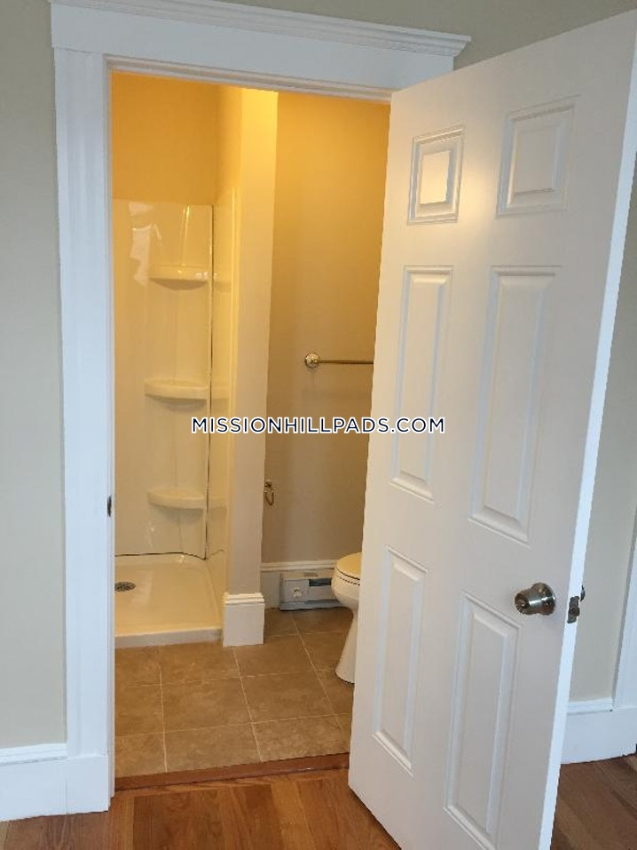 BOSTON - MISSION HILL - 4 Beds, 2 Baths - Image 8