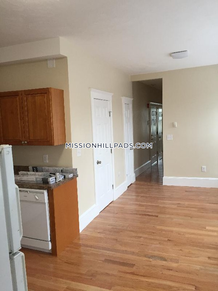 BOSTON - MISSION HILL - 4 Beds, 2 Baths - Image 6