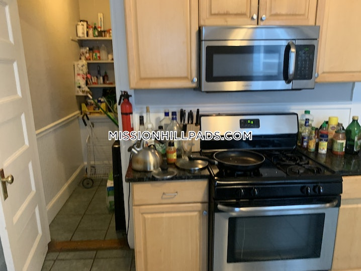 Boston - Mission Hill - 4 Beds, 1 Bath - $5,200