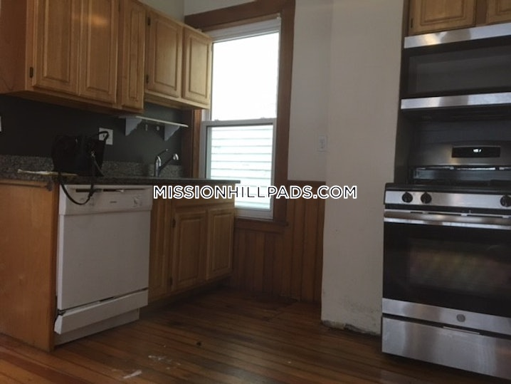 Boston - Mission Hill - 4 Beds, 1 Bath - $3,300