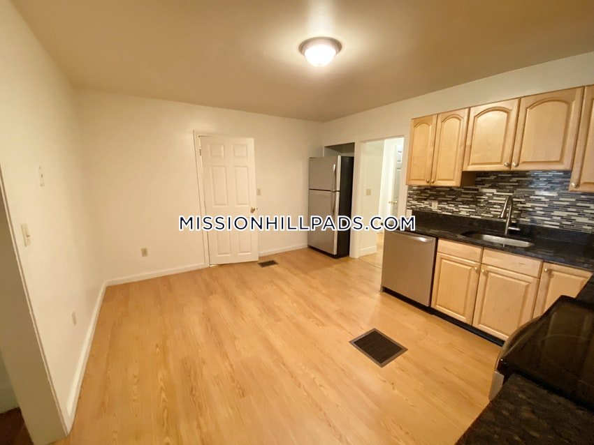 BOSTON - MISSION HILL - 4 Beds, 1 Bath - Image 5