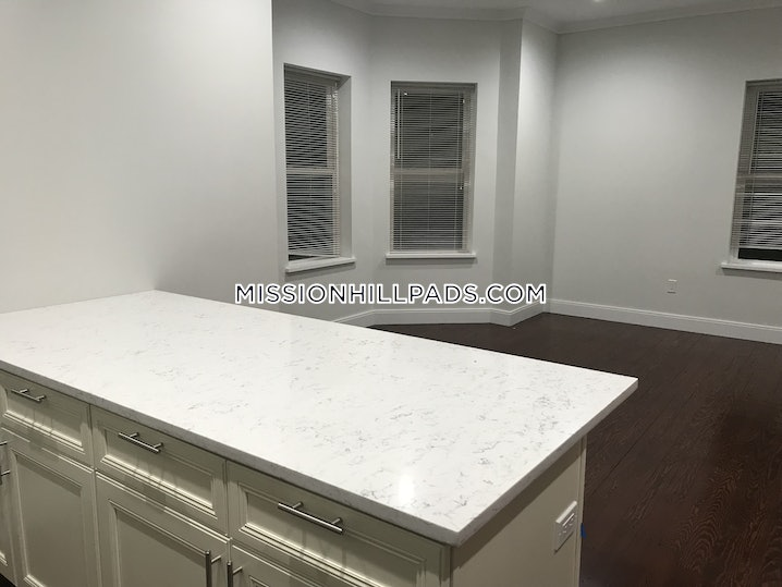 Boston - Mission Hill - 4 Beds, 2 Baths - $5,300