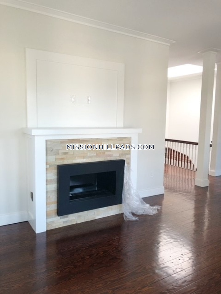 BOSTON - MISSION HILL - 4 Beds, 2 Baths - Image 4