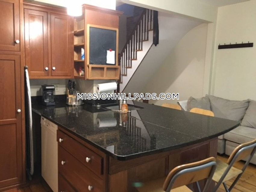 BOSTON - MISSION HILL - 3 Beds, 2 Baths - Image 7