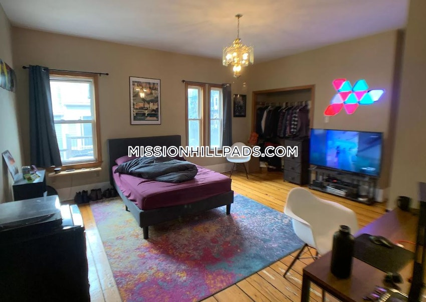BOSTON - MISSION HILL - 6 Beds, 4 Baths - Image 3