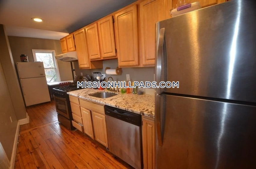 BOSTON - MISSION HILL - 6 Beds, 4 Baths - Image 7