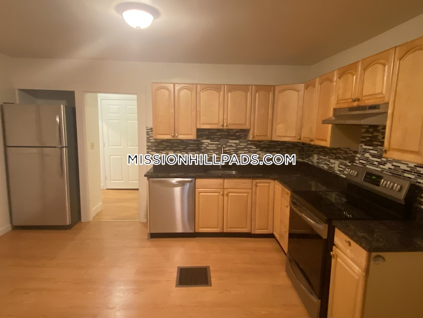 BOSTON - MISSION HILL - 4 Beds, 1 Bath - Image 2