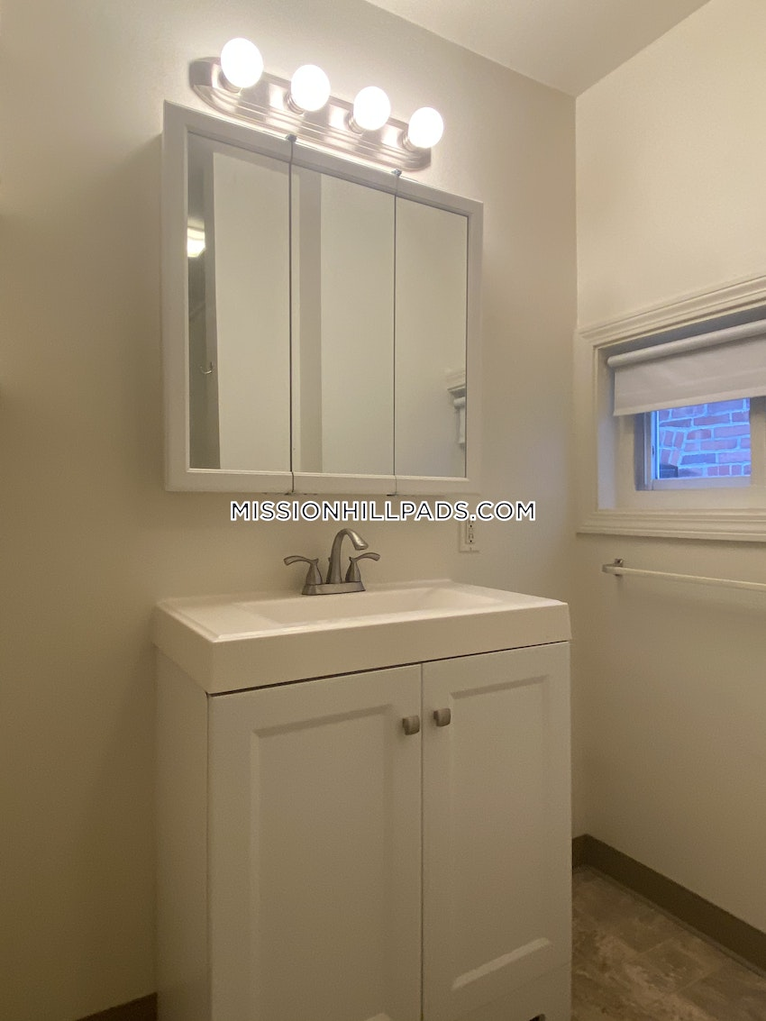 BOSTON - MISSION HILL - 4 Beds, 1 Bath - Image 19