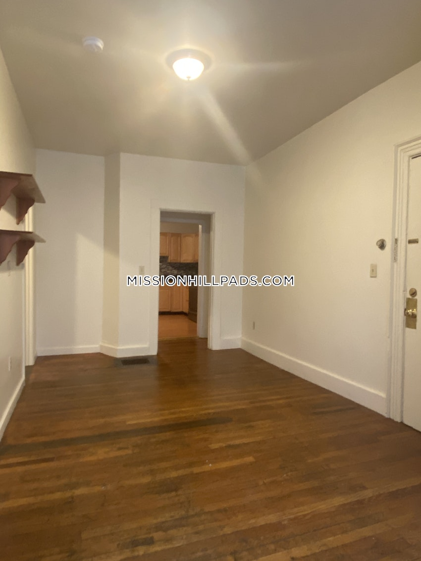BOSTON - MISSION HILL - 4 Beds, 1 Bath - Image 16