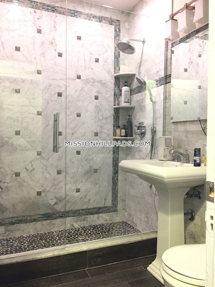 BOSTON - MISSION HILL - 6 Beds, 2 Baths - Image 11