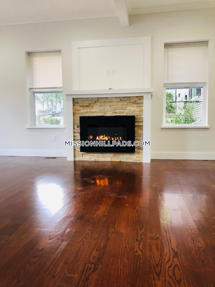 BOSTON - MISSION HILL - 5 Beds, 3 Baths - Image 1