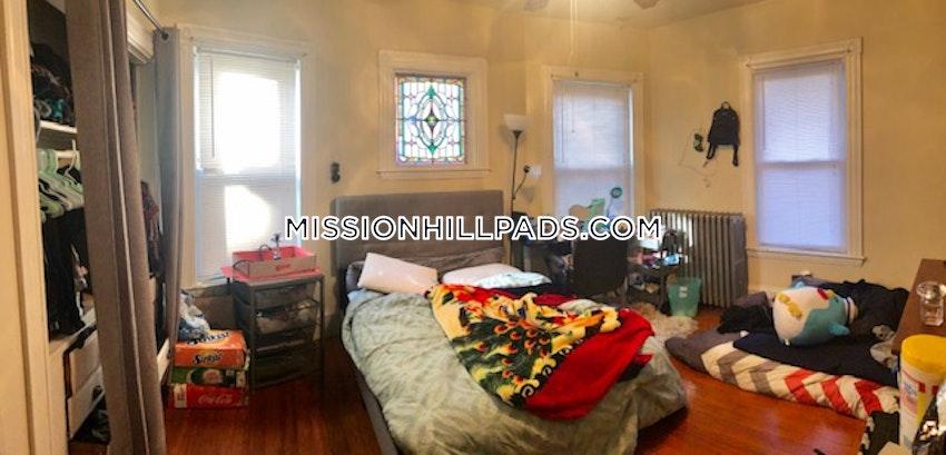 BOSTON - MISSION HILL - 3 Beds, 1 Bath - Image 2
