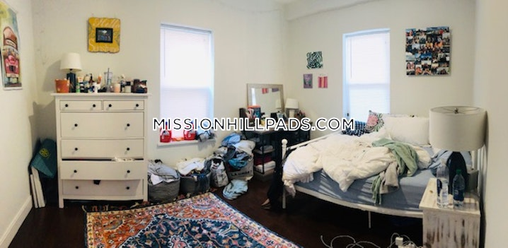 BOSTON - MISSION HILL - 4 Beds, 2 Baths - Image 5
