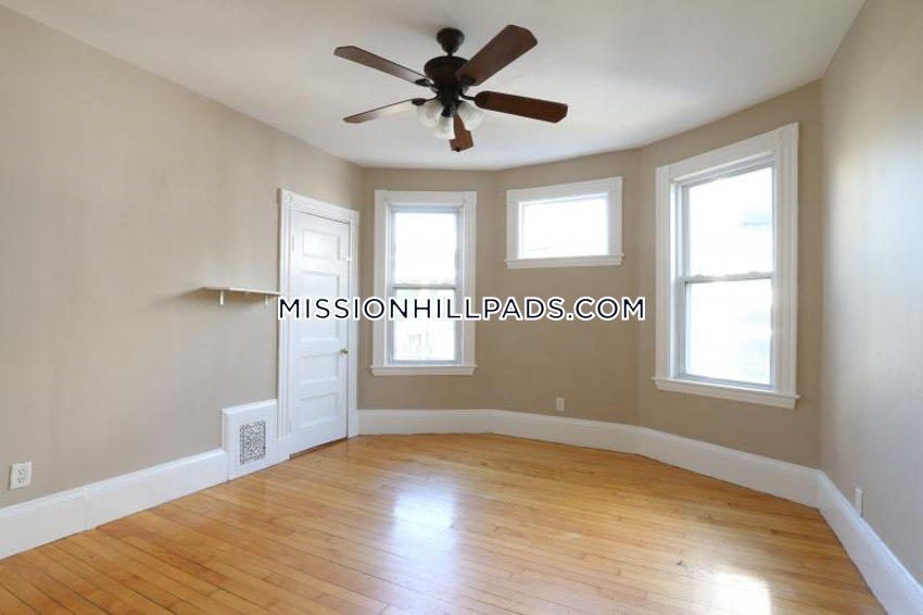 BOSTON - MISSION HILL - 7 Beds, 2 Baths - Image 3