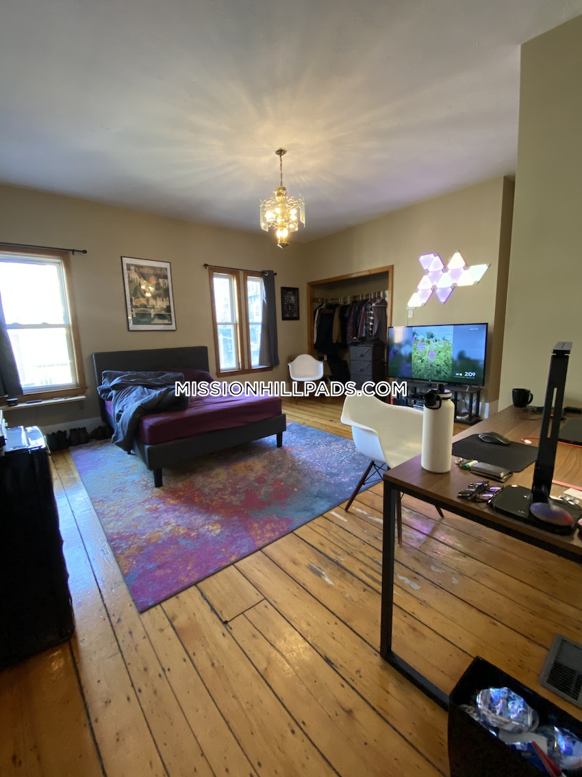 BOSTON - MISSION HILL - 6 Beds, 4 Baths - Image 5