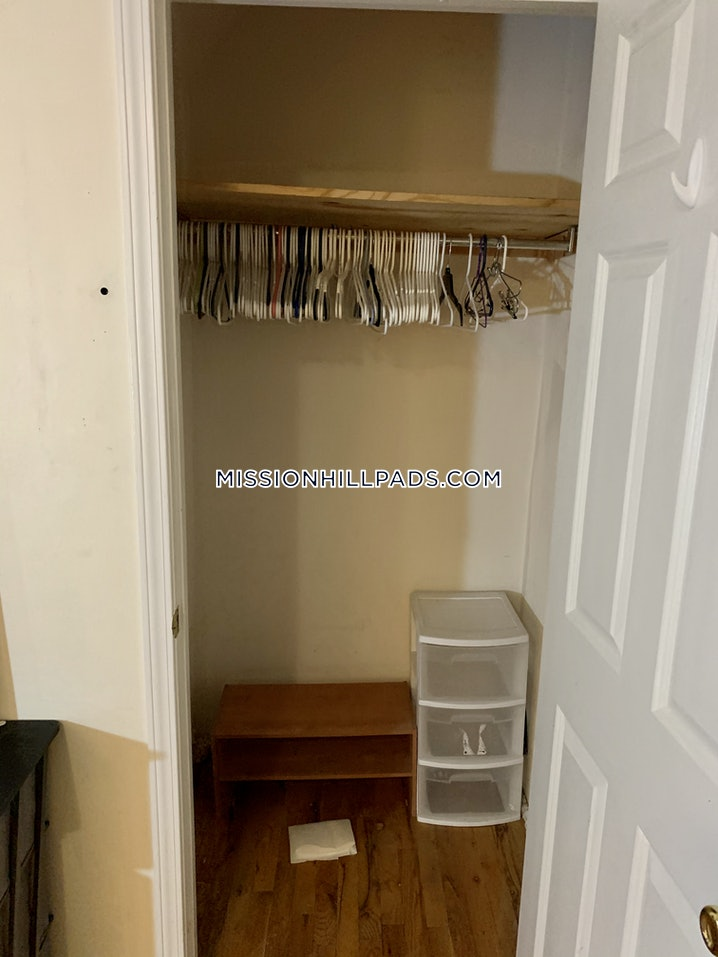 Boston - Mission Hill - 3 Beds, 1 Bath - $3,100