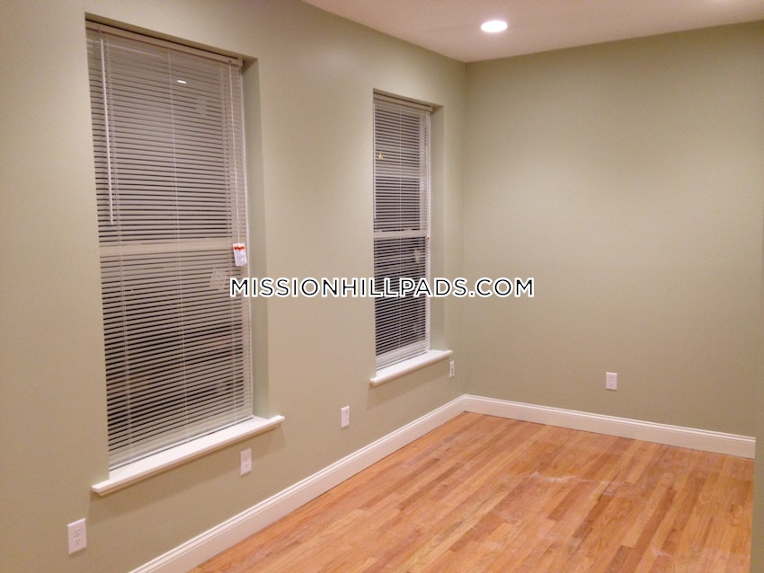 BOSTON - ROXBURY - 1 Bed, 1 Bath - Image 4