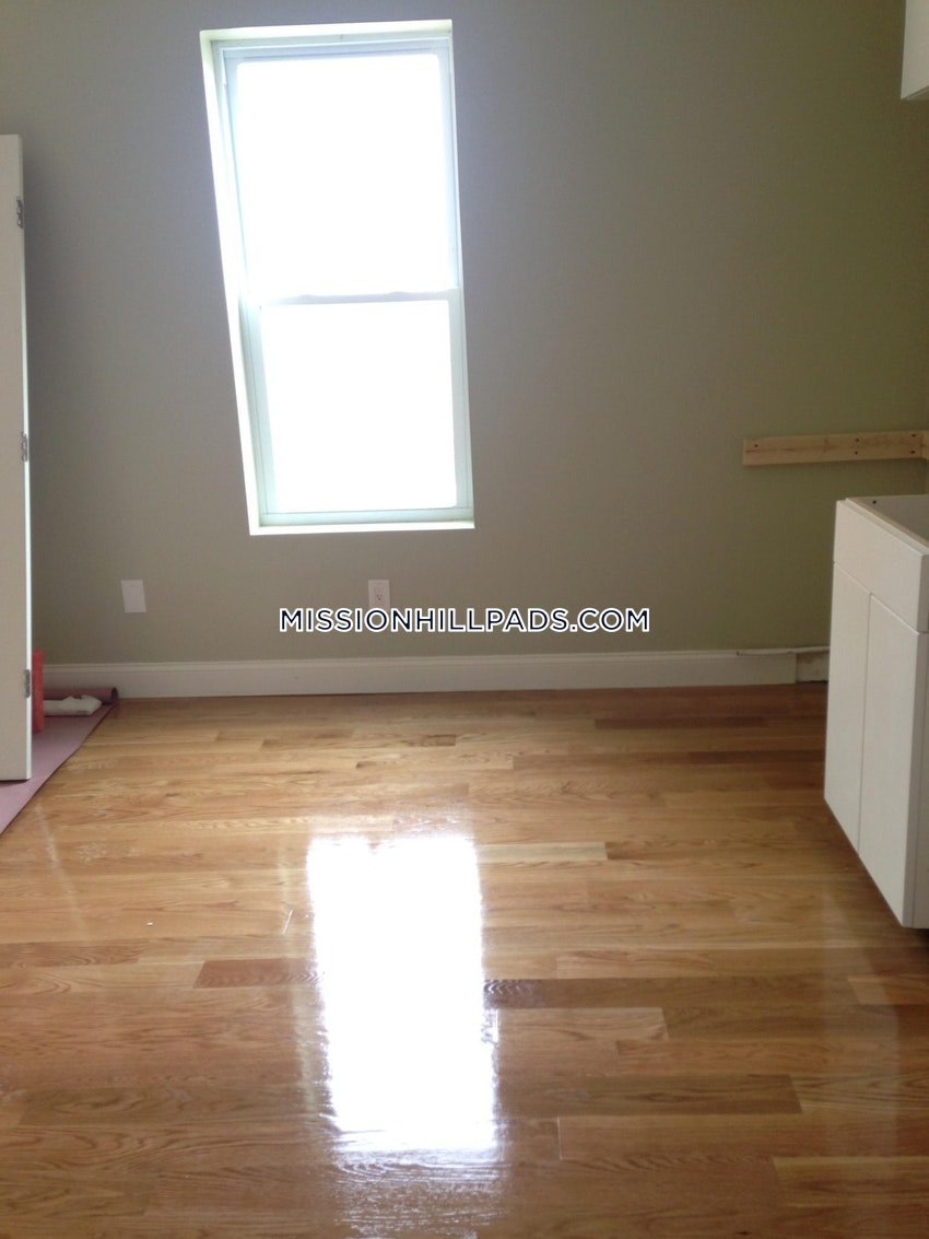BOSTON - ROXBURY - 1 Bed, 1 Bath - Image 3