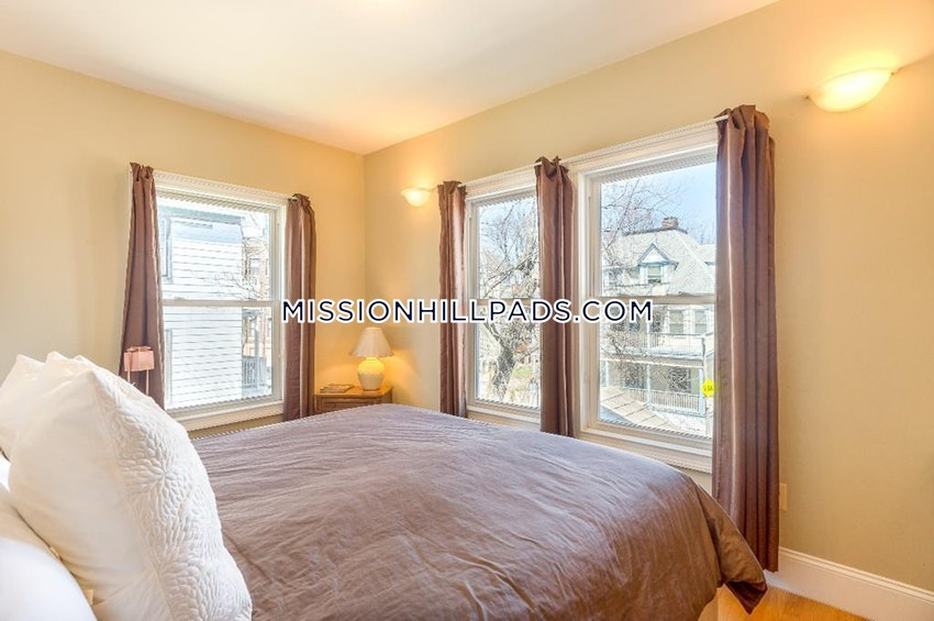 BOSTON - ROXBURY - 3 Beds, 3.5 Baths - Image 4