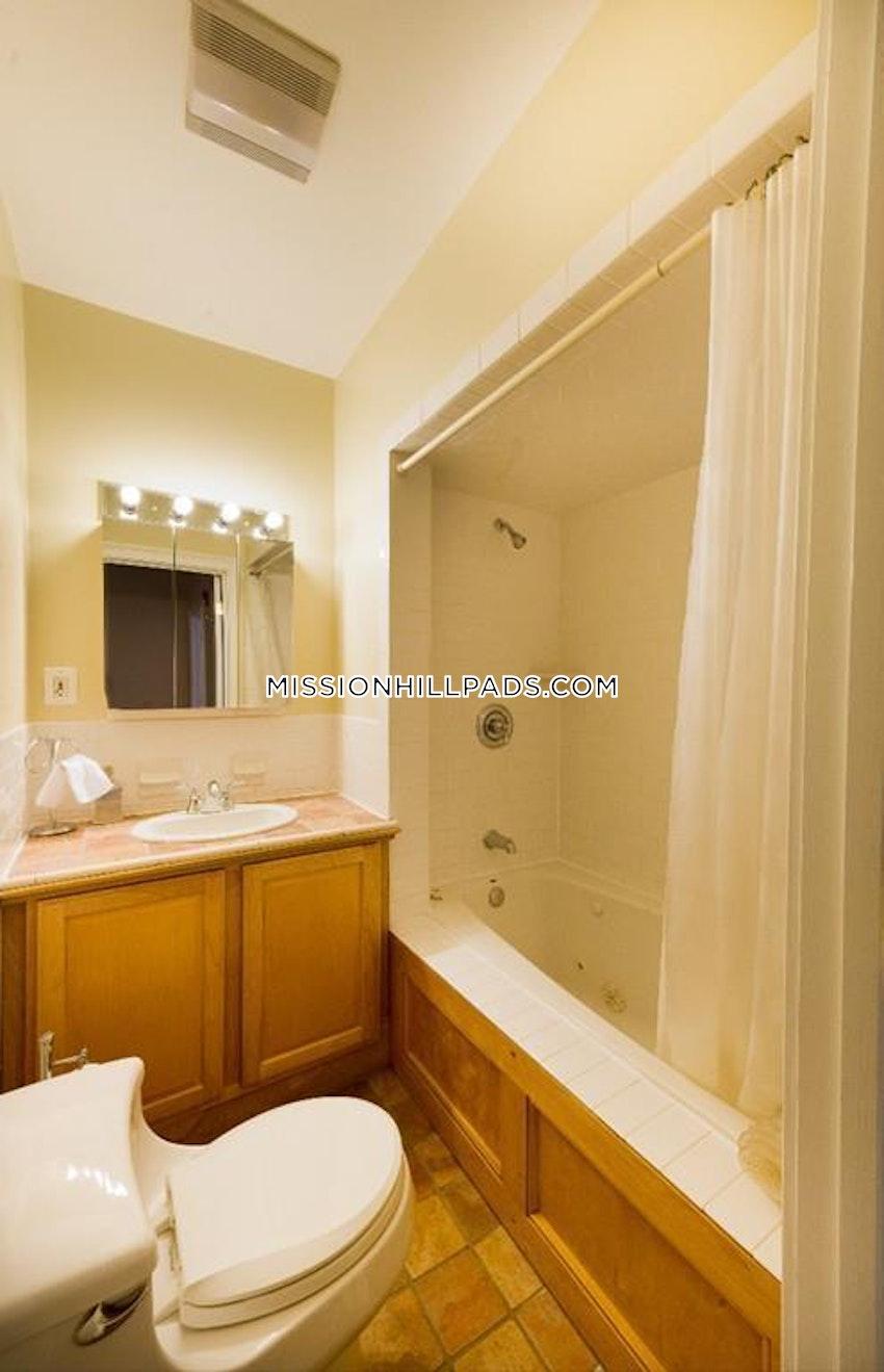 BOSTON - ROXBURY - 3 Beds, 3.5 Baths - Image 3