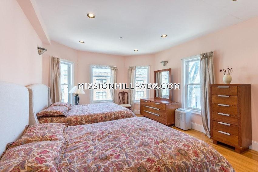 BOSTON - ROXBURY - 3 Beds, 3.5 Baths - Image 2