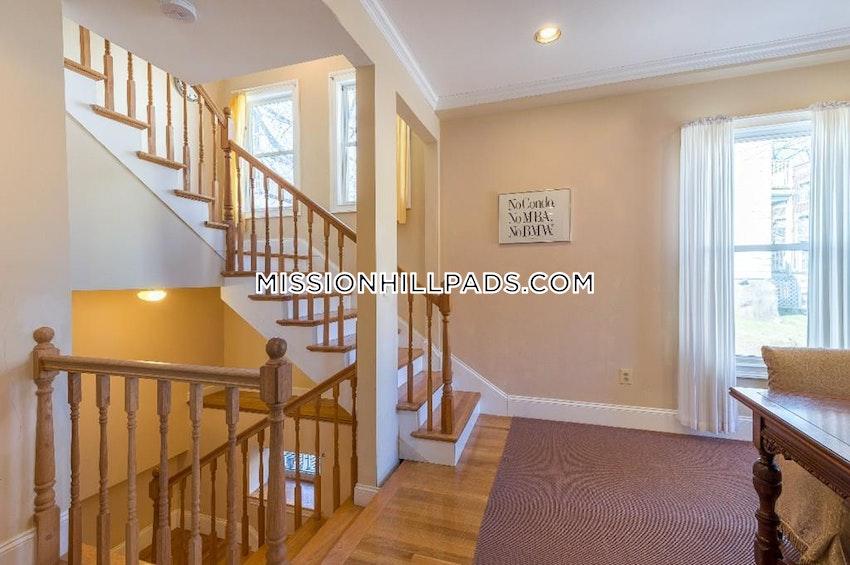 BOSTON - ROXBURY - 3 Beds, 3.5 Baths - Image 7