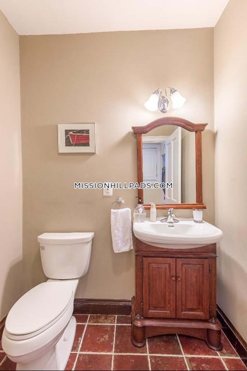 BOSTON - ROXBURY - 3 Beds, 3.5 Baths - Image 11