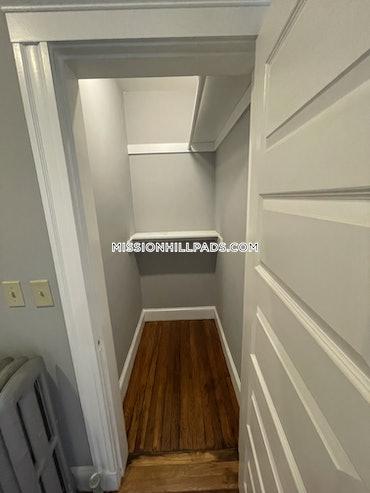 West Roxbury, Boston, MA - 3 Beds, 1.5 Baths - $3,000 - ID#3822240