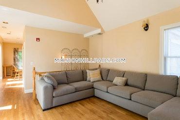 Roxbury, Boston, MA - 2 Beds, 1 Bath - $4,200 - ID#379155