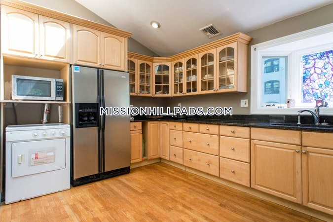 Roxbury Apartment for rent 3 Bedrooms 2 Baths Boston - $3,800