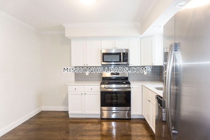Boston - Roxbury - 5 Beds, 2.5 Baths - $3,500