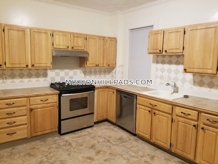 Boston - Roxbury - 4 Beds, 2 Baths - $2,700