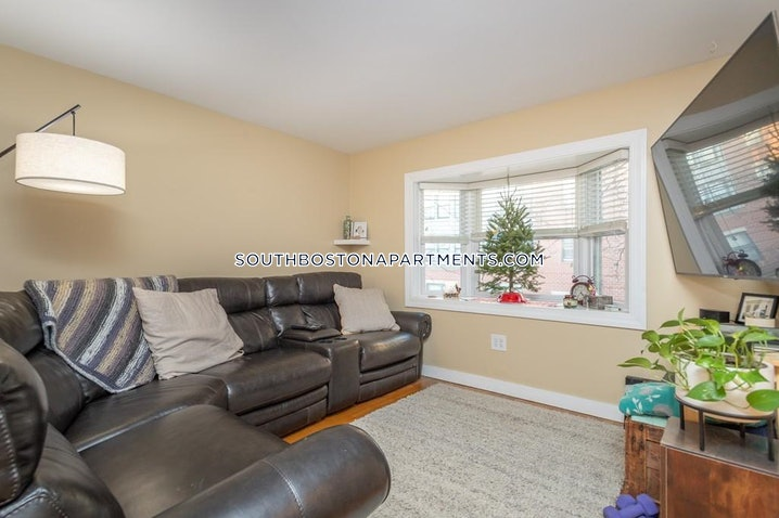 Boston - South Boston - West Side - 2 Beds, 1.5 Baths - $3,500
