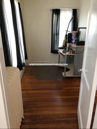West Roxbury Apartment for rent 2.5 Bedrooms 1 Bath Boston - $2,100