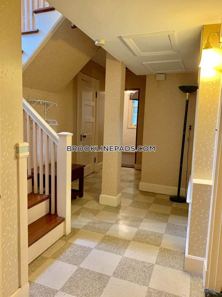 BROOKLINE - BEACONSFIELD - 1 Bed, 1 Bath - Image 9
