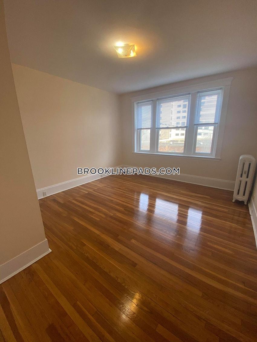 BROOKLINE- BOSTON UNIVERSITY - 3 Beds, 1.5 Baths - Image 1