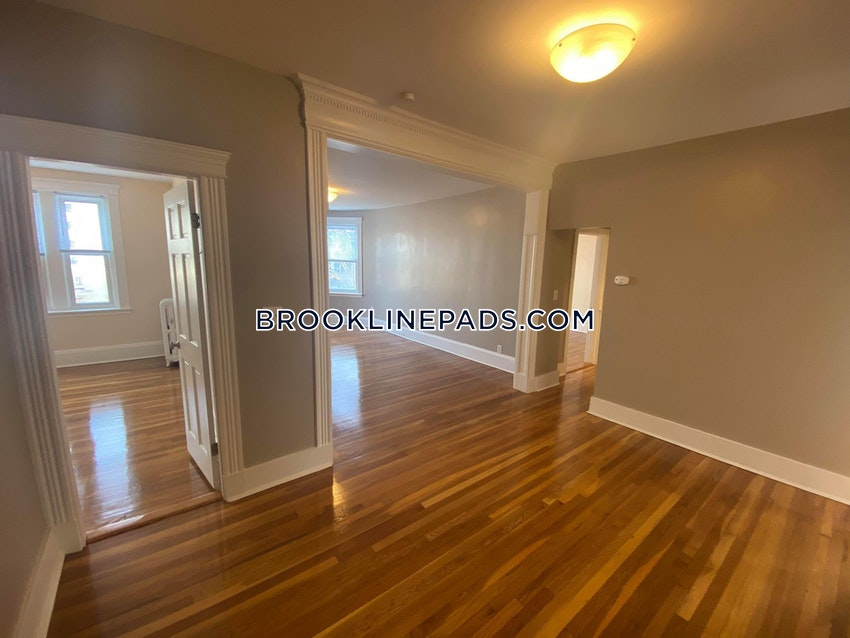 BROOKLINE- BOSTON UNIVERSITY - 3 Beds, 1.5 Baths - Image 10