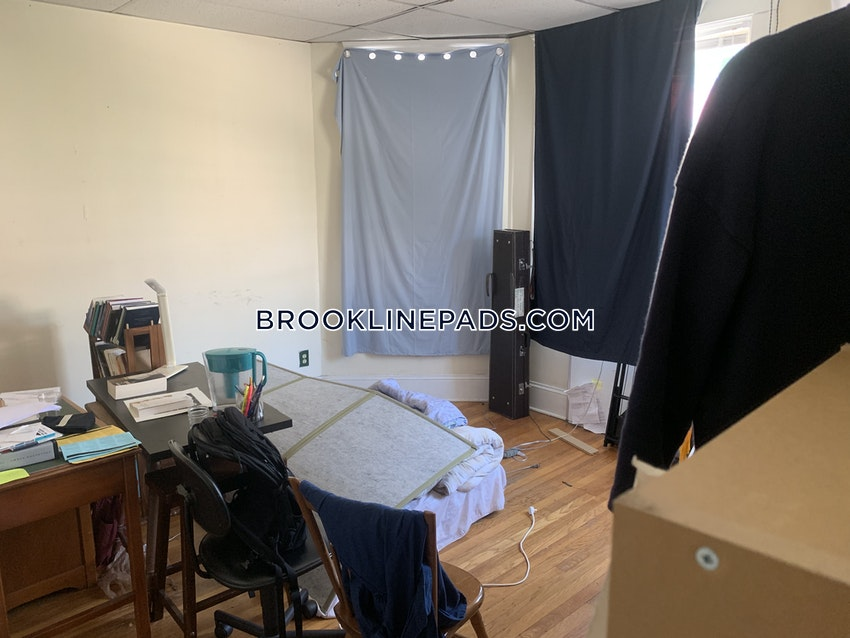 BROOKLINE- BOSTON UNIVERSITY - 4 Beds, 1.5 Baths - Image 9