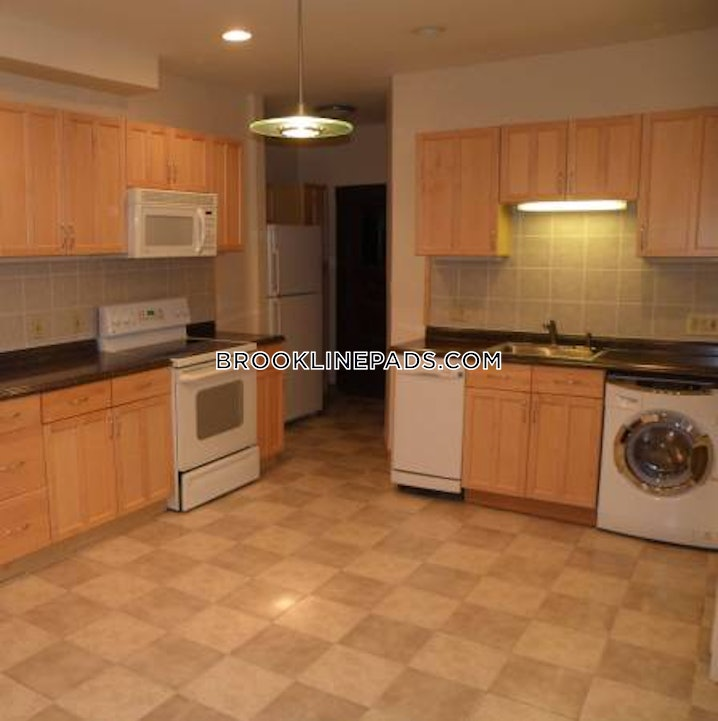 Brookline - Beaconsfield - 3 Beds, 1 Bath - $3,200