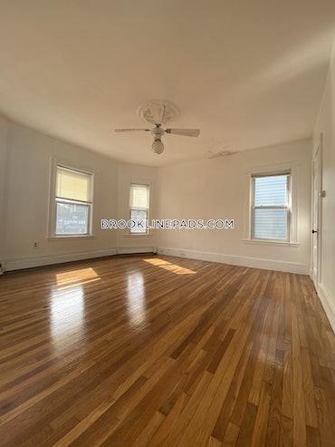 Chestnut Hill, Brookline, MA - 3 Beds, 2 Baths - $2,400 - ID#3825505