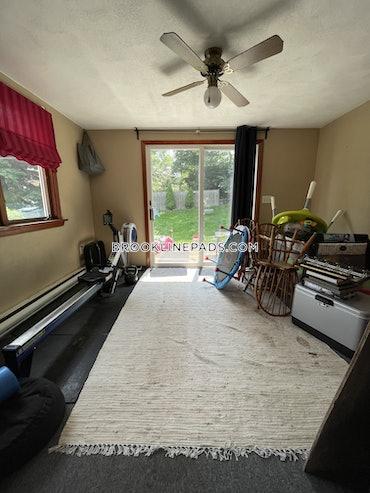 Chestnut Hill, Brookline, MA - 3 Beds, 1 Bath - $2,800 - ID#3825442