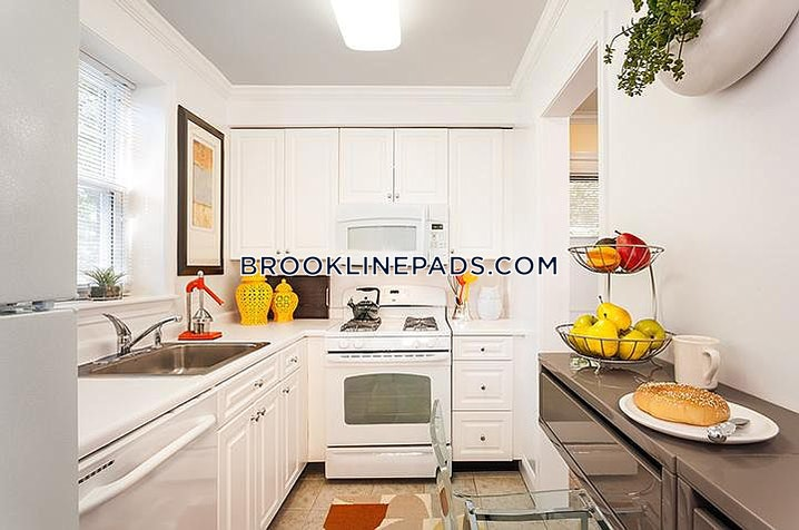 Brookline - Chestnut Hill - 2 Beds, 1 Bath - $1,960