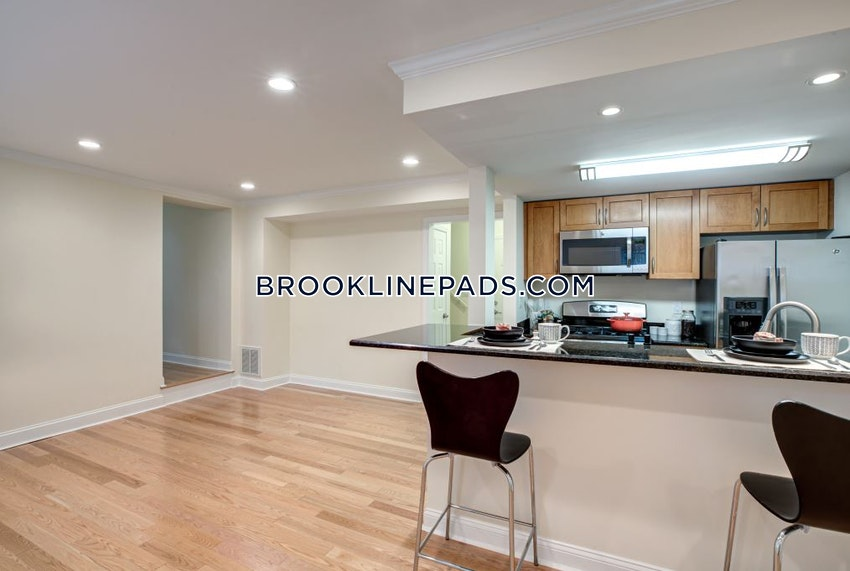 BROOKLINE - CHESTNUT HILL - 2 Beds, 2.5 Baths - Image 3