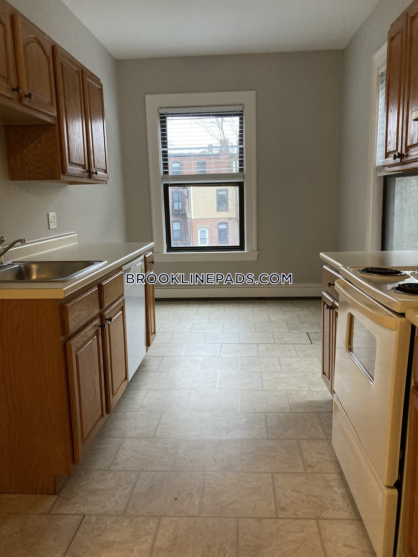 BROOKLINE- COOLIDGE CORNER - 2 Beds, 1 Bath - Image 3