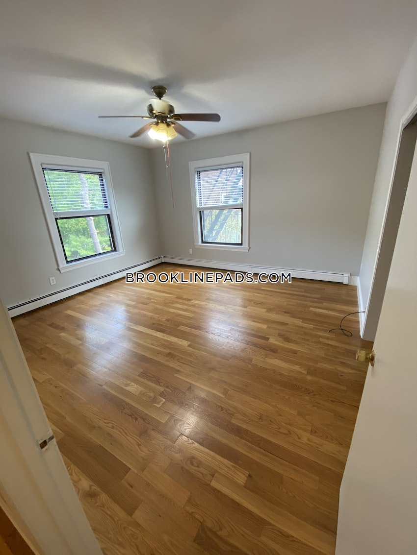 BROOKLINE- COOLIDGE CORNER - 2 Beds, 1 Bath - Image 9